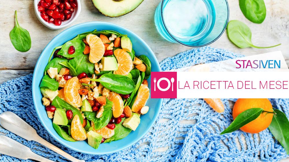 Ricette contro le gambe gonfie: insalata di spinaci, mandarini e melograno
